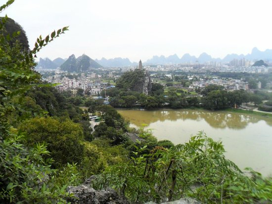 Guilin Chuanshan Scenic Resort : Pagoda seen from lookout.