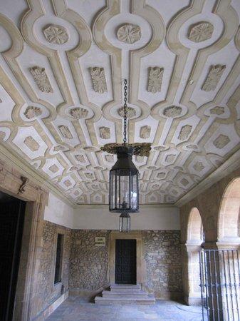 Monasterio de San Pelayo: Soportal.