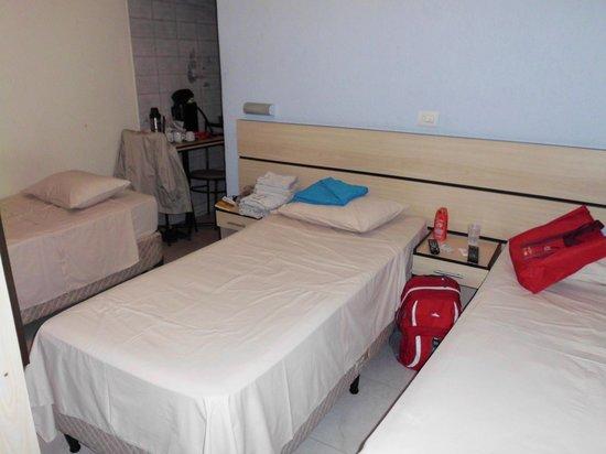 Hotel Brigadeiro : Dormitorio triple
