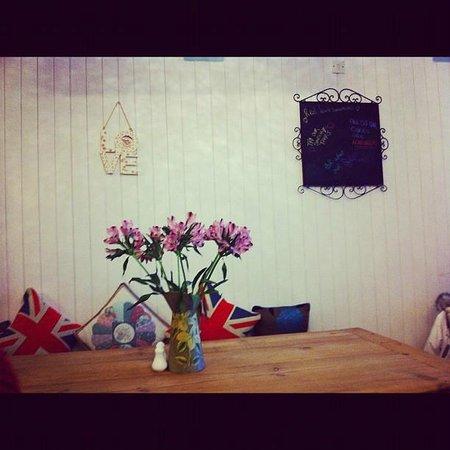 Frieda's Tearoom: table