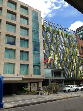 Hotel Bogota 100: Frente del hotel.