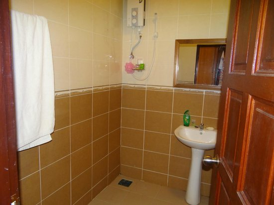 Best Star Resort : spacious bathroom