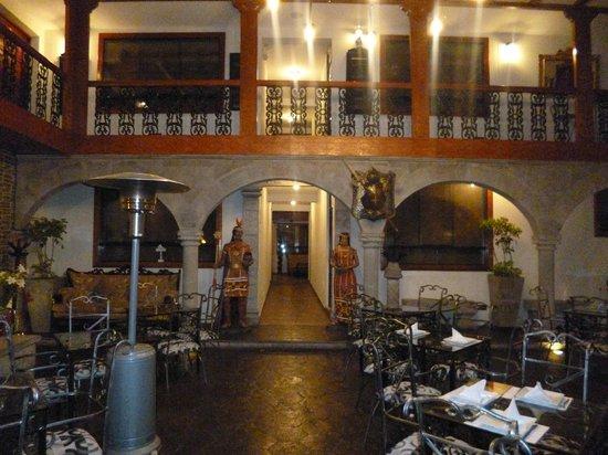 San Francisco Plaza Hotel: Entrada del hotel hacia comedor y habitaciones