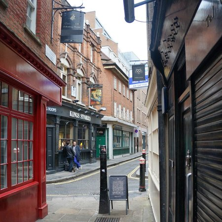 Jack the Ripper Tours : Widegate street 'Kings store""