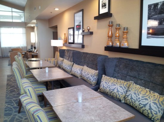 Hampton Inn and Suites Cleveland Independence: New breakfast area