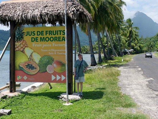 Jus de Fruits de Moorea: Look for this sign to turn