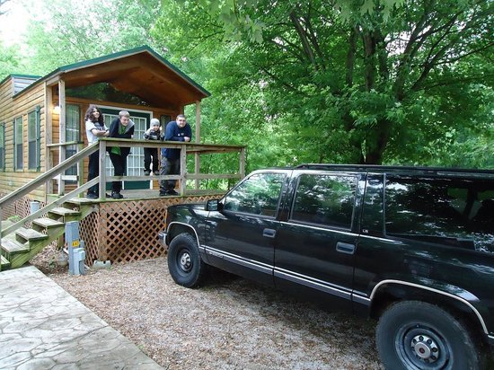 Bowling Green KOA : Park right in front of the porch