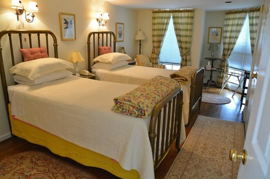 216 Bed and Breakfast : Back bedroom