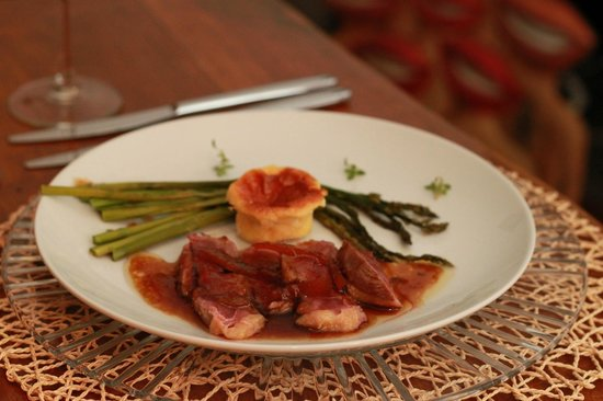 Gourmet Giglio Bianco B&B: Roasted duck, souffle, and asparagus