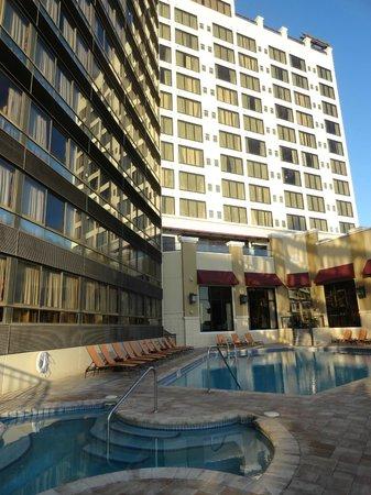 Ramada Plaza Resort and Suites Orlando International Drive : Piscina