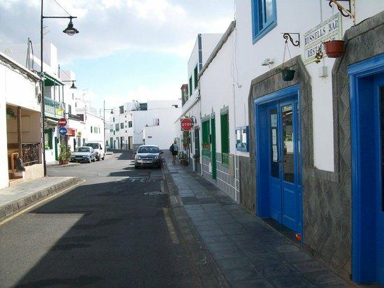 Agua Marina Apartments: walk to harbour