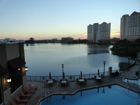 Ramada Plaza Resort and Suites Orlando International Drive : Vista da área do café da manhã