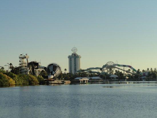 Ramada Plaza Resort and Suites Orlando International Drive : Vista dos quartos