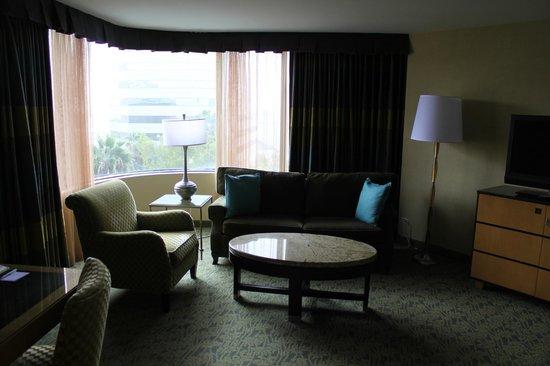 Renaissance Long Beach Hotel : Sitting area room #620