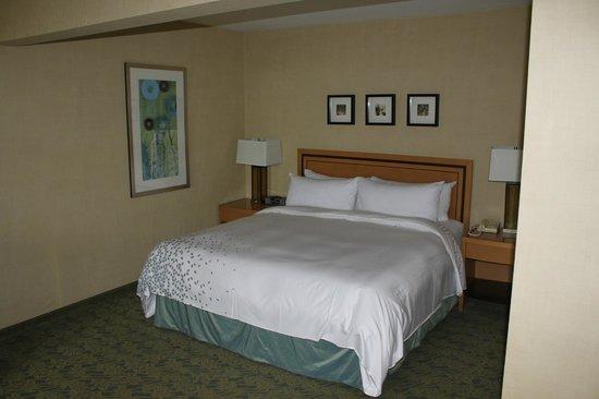 Renaissance Long Beach Hotel: Bed in #620