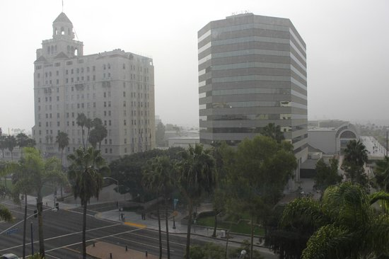 Renaissance Long Beach Hotel: View from #620 - early morning fog