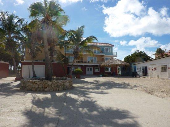 Den Laman Condominium: Entrance to Den Laman.