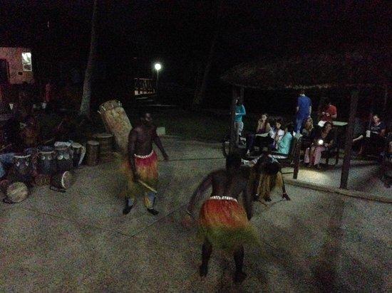 Coconut Grove Beach Resort: drummers/dancers during dinner
