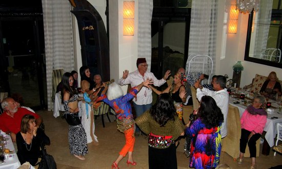 Mi Casa Supper Club: Guests joining in with the belly dancers