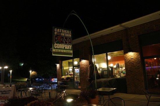Catskill Mountain Pizza: Front entrance