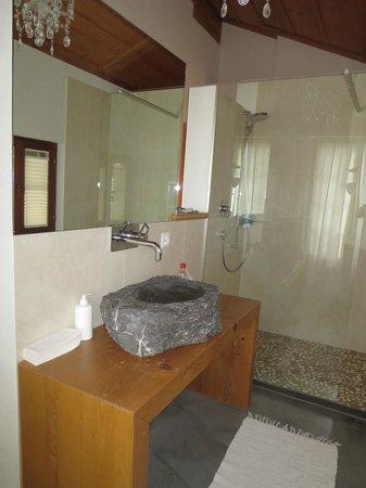Silvi's Dream Catcher Inn: sink is out of granite!