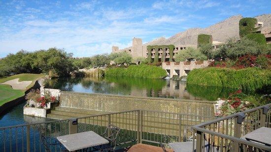 Loews Ventana Canyon Resort: Front of resort