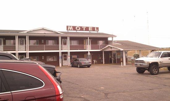 Budget Host Exit 254 Inn : Parking Lot