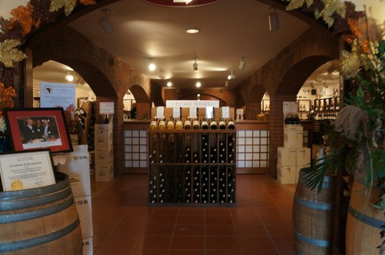 Millbrook Vineyards & Winery: The store