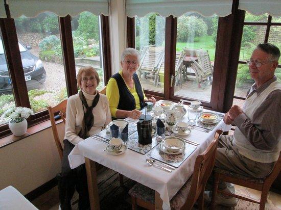 Little Grey Cottage Bed & Breakfast: Delightful Breakfast Room