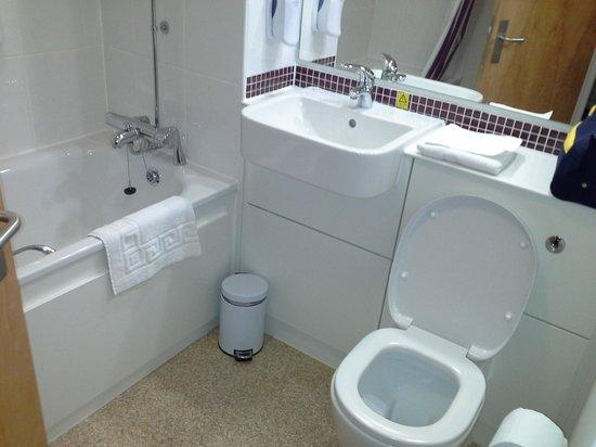 Premier Inn Newcastle City Centre (Millennium Bridge) Hotel : Bathroom