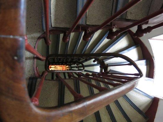 Hotel Ramey: Essa é a escada à partir do 4 andar