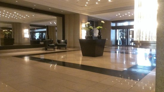 Doubletree by Hilton Grand Hotel Biscayne Bay: Lobby