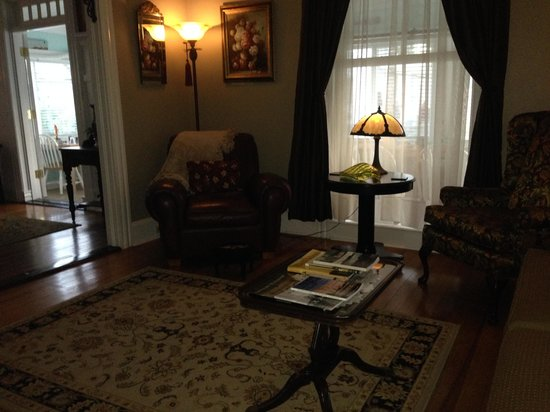 East Bay Bed & Breakfast: Living Room