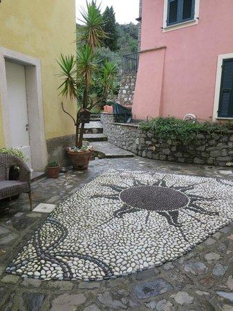 L'Antico Borgo: creative mosaic at entry of L'Antoco Borgo
