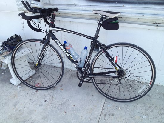 Key Largo Bicycle and Adventure Tours: Jamis road bike rented with a few of my own items