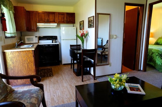 Nona Lani Cottages : typical cottage kitchen