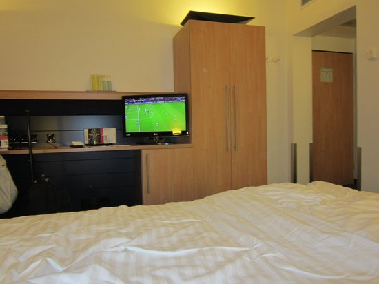 InterCityHotel Frankfurt Airport: Room - 1/3
