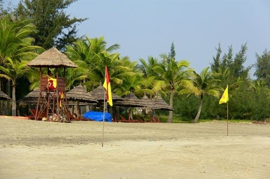 Palm Garden Beach Resort & Spa: The beach is protected by lifeguards during the day