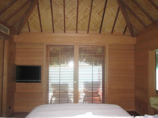 Four Seasons Resort Bora Bora: bedroom view