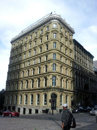 Hotel Place d'Armes: Façade