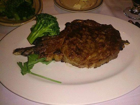 Ben & Jack's Steak House: リブアイとブロッコリー