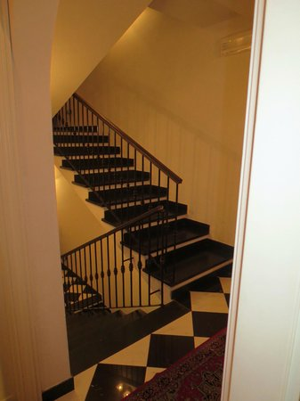 L'Antico Borgo: beautiful stairwell to the rooms