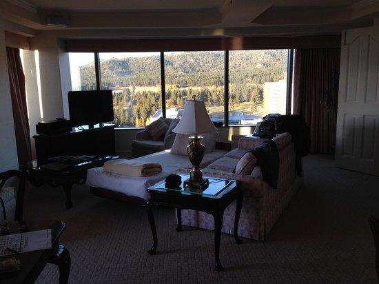 Harveys Lake Tahoe: Grandma's living room but nice view