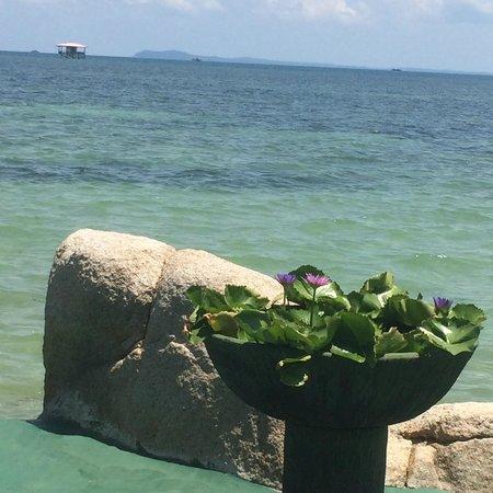Bintan Agro Beach Resort: dining by the beach
