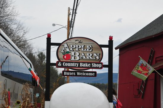The Apple Barn and Country Bake Shop: Welcome Sign at Apple Barn