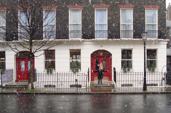 The Penn Club : Penn Club in the snow.