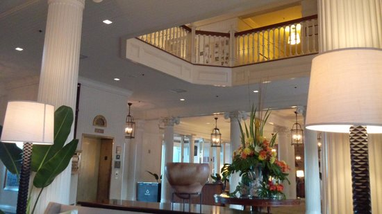 Moana Surfrider, A Westin Resort & Spa: ロビー