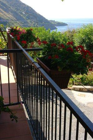 La Casa del Gelso: Porch View of the sea