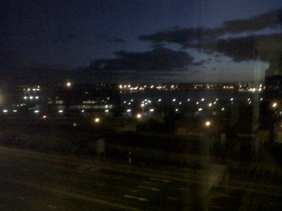 Radisson Blu Hotel, Liverpool: View at night. not very good pic