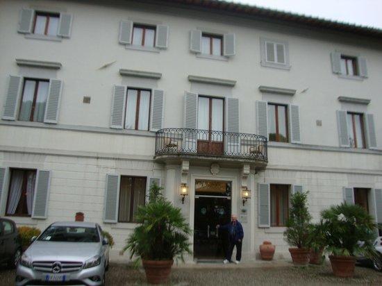 Hotel Garden: Front of hotel